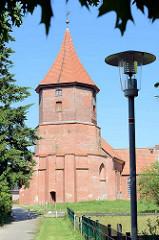 St. Nikolaikirche in Artlenburg - nach dem großen Brand im Jahr 1821, dem große Teile des Ortes und auch die St. Nicolai-Kirche zum Opfer fielen, wurde die Kirche als Querhaus-Anlage im spätklassizistischen Stil wieder aufgebaut.