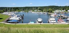 Sportboothafen / Yachthafen Artlenburg an der Elbe - der Hafen hat ca. 150 Liegeplätz, davon 10 Gästeplätze für Gastlieger.