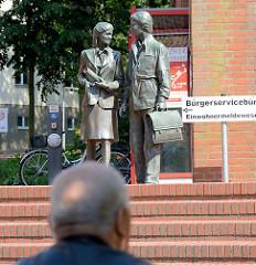 Skulpturen beim Bürgerservicebüro / Einwohnermeldewesen von Mölln / Lauenburg.
