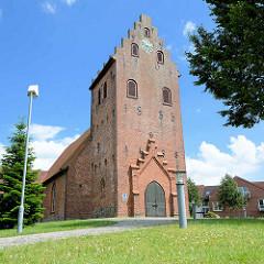 Süllfelder Kirche - norddeutsche  sakralen Backsteinarchitektur mit Treppengiebel - Ursprungsbau aus dem 13. Jahrhundert.