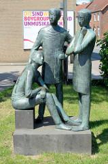 Skulptur Die Wartenden, drei junge Männer - Bildhauer Karlheinz Goedtke, 1967.