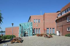 Eingang der Jugendherberg in Lauenburg - ehem. Zündholzfabrik.
