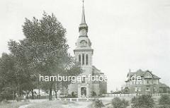 Altes Foto der Matthäuskirche in Hamburg Winterhude - geweiht 1912, neobarocke Backsteinkirche - Baumeister Julius Faulwasser.