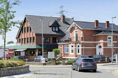 Historisches Wohnhaus - jetzt Gewerbenutzung / Neubau Geschäftshaus - Restaurant in der Hamburger Straße von Wentorf.