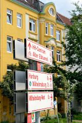 Schilder für Radrouten / Radwanderungen - Richtunsanzeige in Hamburg Wilhelmsburg.