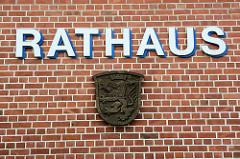 Fassaden Schild RATHAUS und Wappen von Bleckede.