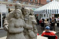 Marktplatz von Glinde, beim Rathaus - Skulptur Balance, Bildhauer Rainer Gualterio Anz - 1993.