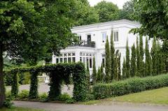 Historische Villa Bode am Mühlenteich in Glinde, erbaut 1887 - jetzt Restaurant.