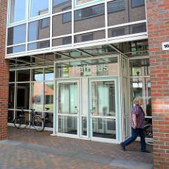 Rathaus Wentorf bei Hamburg - Glasfassade / Eingang.
