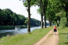 Elbe-Lübeck-Kanal; ehem. Treidelweg am Kanalufer - jetzt Wanderweg und Radweg.