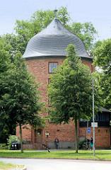 Nachbau vom Rundturm des äußeren Mühlentors als Hochbunker in der Hansestadt Lübeck; erbaut 1936