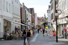 Einkaufsstraße / Fussgängerzone - Geschäfte in der Mühlenstrasse von Bad Oldesloe.