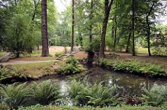 Barocker Inselgarten, Bogenbrücke - Schlosspark in Oranienbaum.