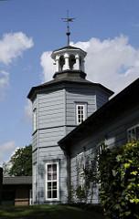 Der Alte Bergedorfer Bahnhofs wurde 1842 eröffnet - der Architekt des Gebäudes war Alexis de Chateauneuf (siehe auch Alsterarkaden). Das historische Bahnhofgebäude ist der zweitälteste erhaltene  Bahnhof Deutschlands - er war nur 4 1/2 Jahre in B