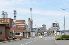 Gewerbegebiet in Brunsbüttel - Industriegebiet am Nord-Ostsee-Kanal, chemisches Werk.