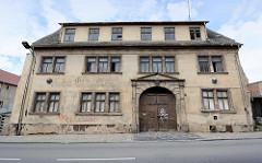 Historische Architektur in Eisleben - leerstehendes Gebäude, ehem. Gasthaus / Gaststätte.