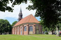 Jakobus-Kirche in Brunsbüttel / Altstadt; 1726 neu aufgebaut. Die Jakobus-Kirche erhielt ihren Namen dadurch, daß sie sich am Jakobs-Pilger-Weg der sogenannten Schweden-Route befindet.