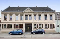 Brauherrenhaus in Oranienbaum - ursprünglich 1709 erbaut - 1885 als Tabakfabrik neu errichtet.