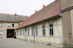 Fürstliches Witwenhaus, 1699 von Fürstin Henrietta Catharina gestiftet - einfache Kammern mit gemeinsamer Küche und Betsaal für zwölf fromme und gottesfürchtige Witwen.