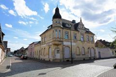 Jugendstilvilla mit Eckturm, alte Aufschrift Kiosk - Weber Straße in Aken Elbe.