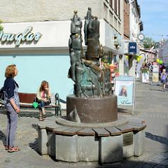 Bronzeskulptur Menschen einer Stadt, Mühlenstraße in Bad Oldesloe - Bildhauer Siegfried Assmann