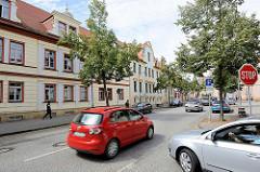 Historische Wohnhäuser in der Lutherstadt Eisleben - Autoverkehr.