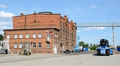 Hafen von Aken / Elbe - Speichergebäude, Backsteinarchitektur.