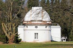 Hamburger Sternwarte in Bergedorf - Gebäude des Oskar-Lühning-Teleskops.