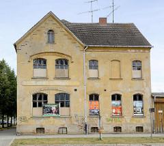 Einstöckiges leerstehendes Gründerzeitgebäude - Architektur in Oranienbaum.