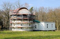 Hamburger Sternwarte in Bergedorf. Das Gebäude des 1-m-Spiegelteleskops wird restauriert.