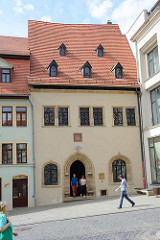 Sterbehaus von Martin Luther in Eisleben; in dem Gebäude starb der Reformator am 18. Februar 1546. Jetzt Gedenkstätte + Museum mit den Sterberäumen sowie dem Bahrtuch, das 1546 Luthers Sarg bedeckte.
