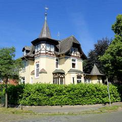 Gründerzeit-Villa mit Fachwerkgiebel und Erkerturm - Villenviertel in HH-Bergedorf.