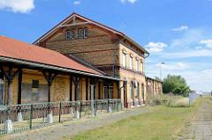 Empfangsgebäude / Bahnhof Aken / Elbe - Backsteinarchitektur, gelber Ziegel.