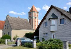 Einzelhäuser am Wasserturm in Aken / Elbe; Wohnhaus mit dreieckigem Giebel.