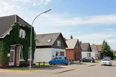 Einzelhäuser mit Satteldach, einfache Bauweise; Architektur in Brunsbüttel.
