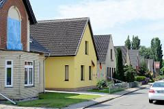 Schmale Einzelhäuser mit Satteldach - Architektur in Brunsbüttel.