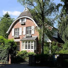 Wohnhaus / Villa zwischen hohen Bäumen - Villenviertel von Hamburg-Bergedorf