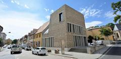 Modernes Besucherzentrum beim Geburtshaus von Martin Luther in Eisleben; erbaut 2007 - Springer Architekten.