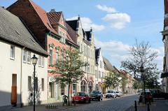 Wohnhäuser / Geschäftshäuser in der Köthener Straße von Aken / Elbe.