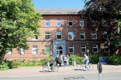 Historisches Backsteingebäude der Handelsschule Bergedorf in der Wentorfer Straße.
