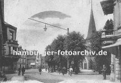 alte Aufnahme vom historischen Bergedorf ca. 1905 - Blick von der Grossen Strasse  (Sachsentor) zur Alten Holstenstrasse - rechts der Kirchturm und der Eingang der St. Petri und Pauli Kirche.
