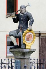 Denkmal Kamerad Martin in der Eislebener Neustadt; Bergmannsroland - Symbolfigur der rechtlichen Unabhängigkeit der Neu- und Altstadt Eisleben.