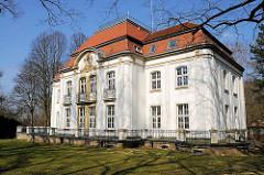 Hauptgebäude / Verwaltungsgebäude der Hamburger Sternwarte in Bergedorf.