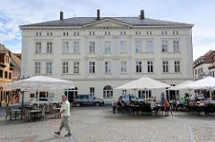 Historische Architektur in der Lutherstadt Eisleben - Alte Waage, ehem. Kaufhaus und Wiegeort von Rohkupfer und Silber.