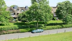 Reetdachhäuser - Ferienwohnungen am Elbdeich in Brunsbüttel.