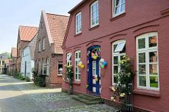Historische, unter Denkmalschutz stehende Wohnhäuser am Markt von Brunsbüttel Ort / Altstadt.
