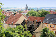 Blick über die Dächer der Eisleber Neustadt zur den Türmen der St. Andreas-Kirche.