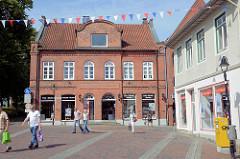Wohn- und Geschäftshaus an der Hude in Bad Oldesloe - Backsteinarchitektur.
