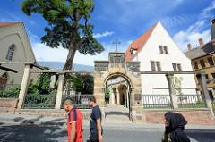 Eingang und Geburtshaus von Martin Luther in Eisleben, Teil des UNESCO Weltkulturerbes.