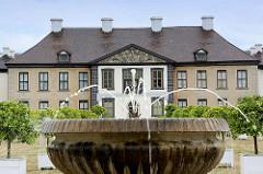 Brunnenanlage in der Parkanlage vom Schloss Oranienbaum - erbaut 1685 als Sommersitz für die Fürstin Henriette Catharina, Gemahlin von Fürst Johann Georg II. von Anhalt-Dessau; Teil vom Gartenreich Dessau-Wörlitz, das seit 2000 zum UNESCO-Weltkulture